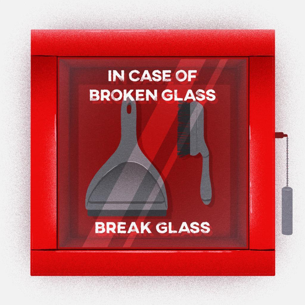 broken_glass_ECXBYD-W4AY_7qe.jpg